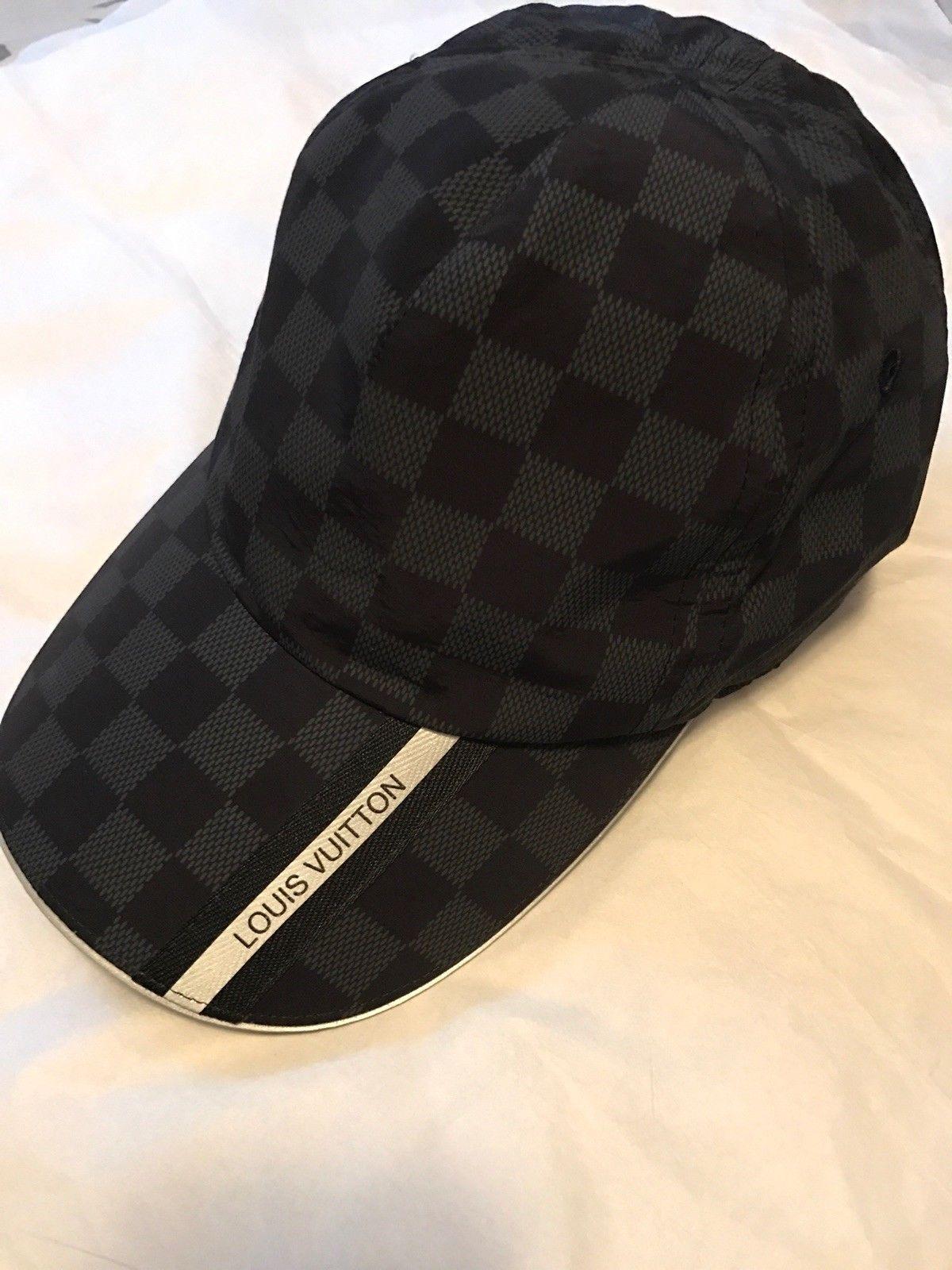 2. Une casquette Gucci, beige, en lin et coton, imprimés papiers, taille M  - vendue à 349   ! 3bdda4b872b