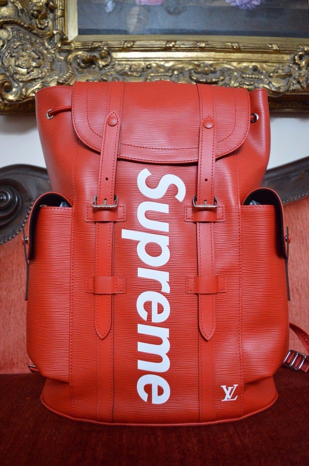 Superbe sac de voyage Louis Vuitton X Supreme Christopher rouge, version  rare et limitée, s est vendu à 14 000  ! f5b43aac2ac